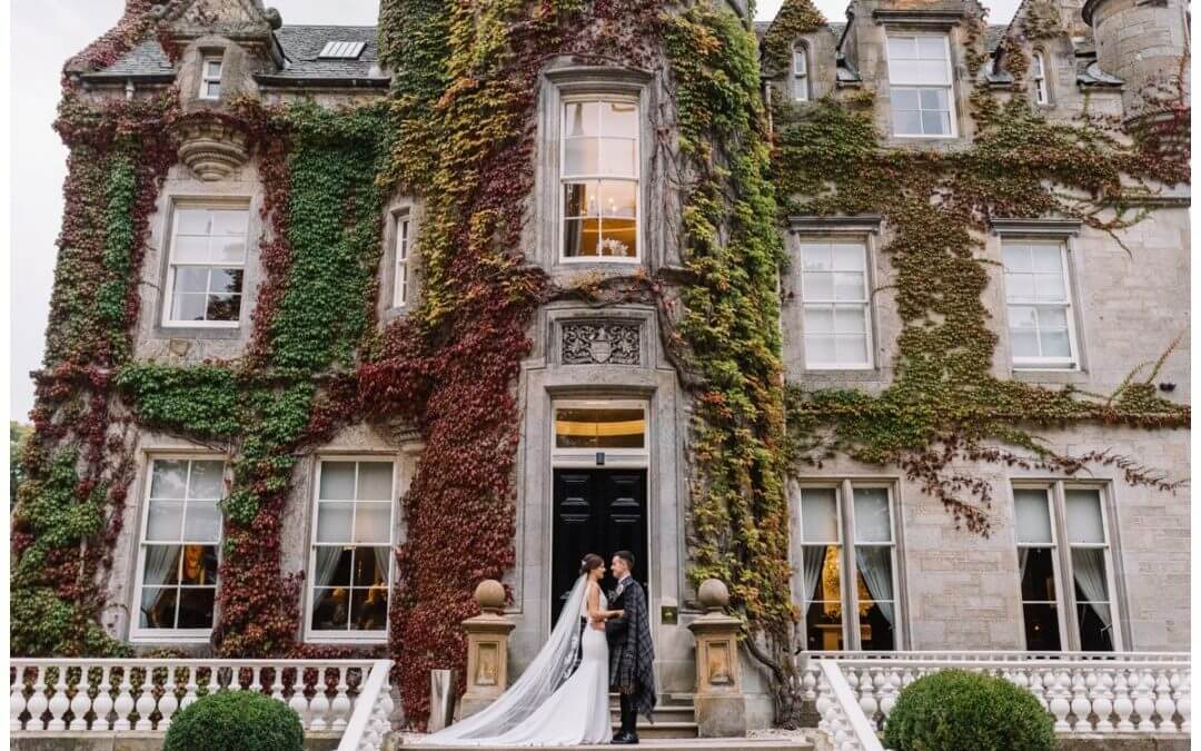 An Autumnal Carlowrie Castle Wedding