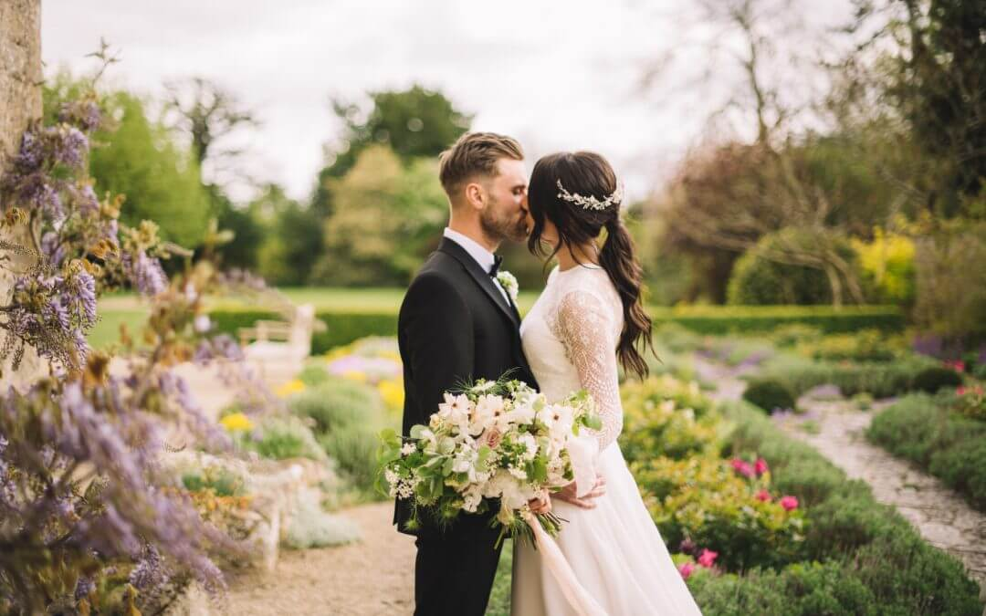 Real Wedding: Jenna and Mark's Cotswolds Barn Wedding
